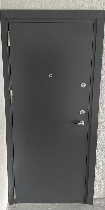Silemetall korteriuks Ei30, 40dB, RAL7024, uksesilm, vasak käsi.