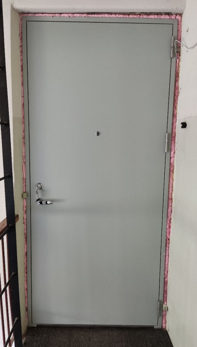 Silemetall korteriuks EI30 uksesilmaga RAL7038